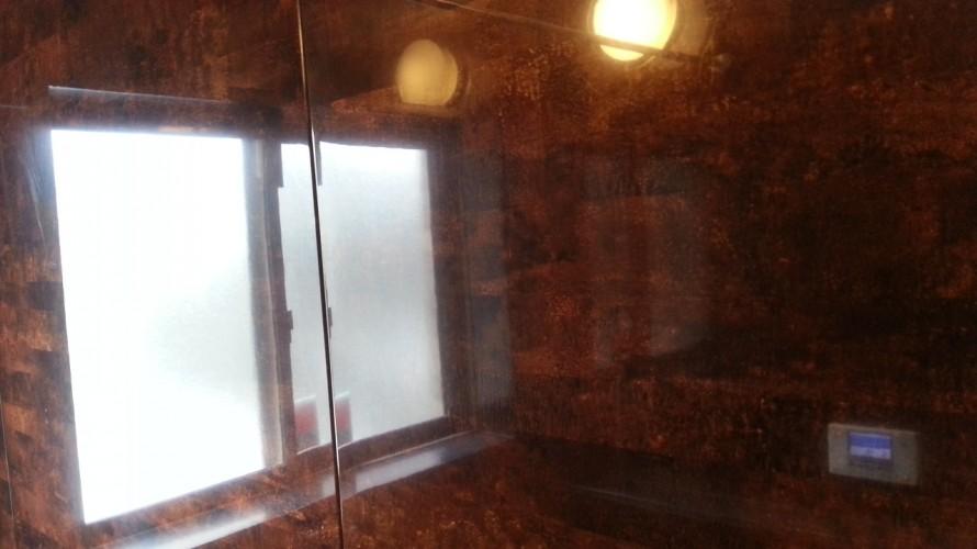 福岡市早良区百道浴室クリーニング。壁の水垢汚れお掃除後