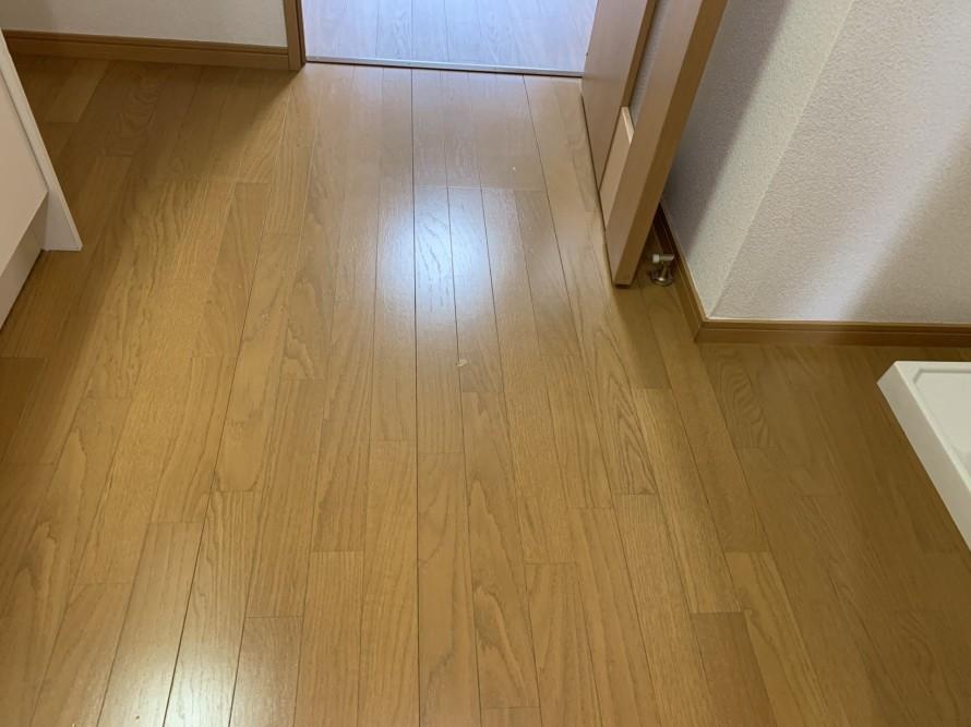 社宅の床掃除後