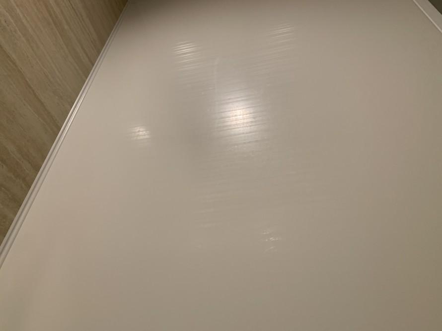 バスルーム横の壁掃除前