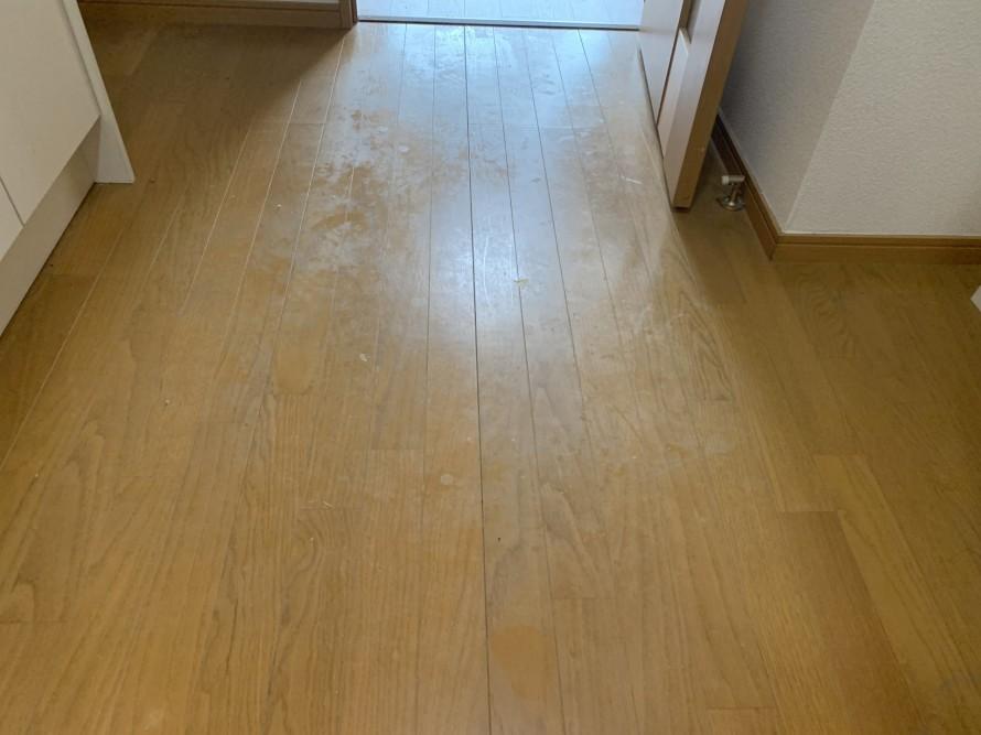 社宅の床掃除前