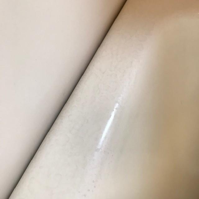 浴槽ヘリ水垢掃除前