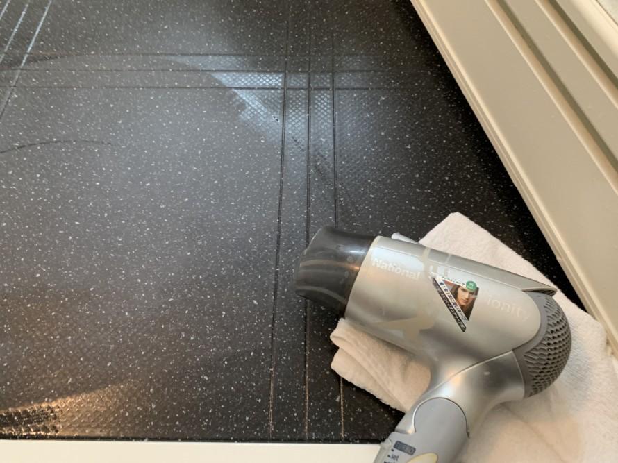 お風呂の床の水垢汚れ掃除後