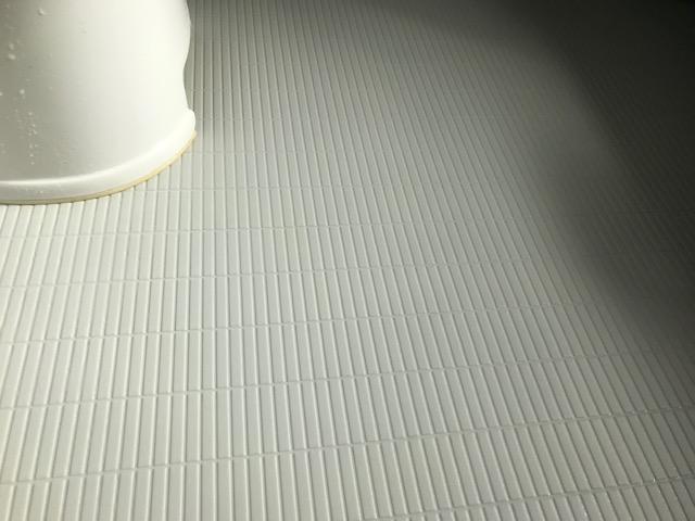 福岡市早良区お風呂の床凹凸黒ずみ汚れお掃除後
