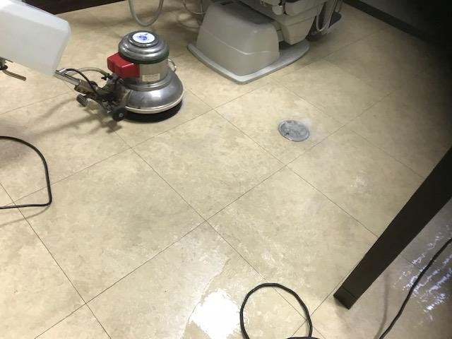 歯科医院床掃除ポリッシャー