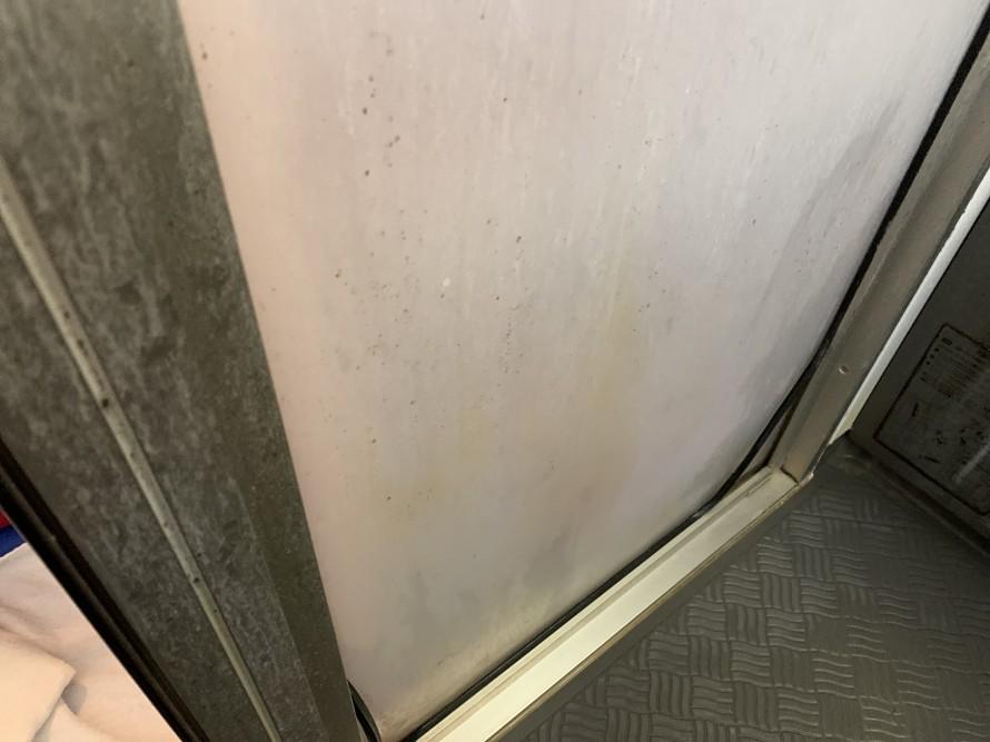 お風呂のドア掃除前