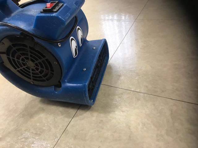 歯科医院床掃除の送風機